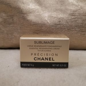 CHANEL Makeup - Chanel Essential Regenerating Cream